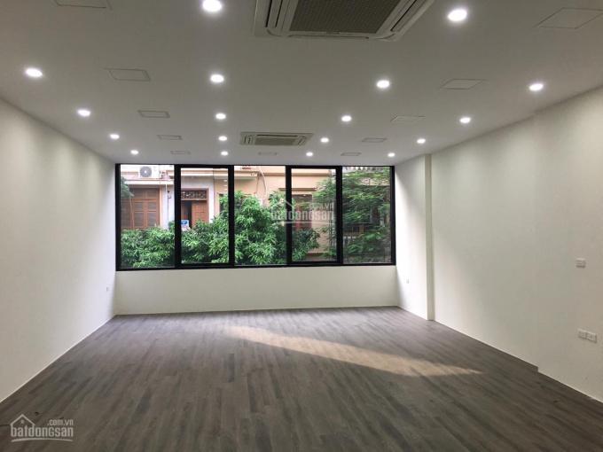 Cho thuê nhà mới xây mặt phố Hòa Mã 115m2 x 5 tầng, MT 4,5m, thang máy. LH: 0946850055