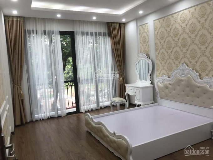 Bán toà nhà văn phòng mặt phố Nguyễn Chánh, Mạc Thái Tông giá rẻ. DT: 110m2, nhà xây 8 tầng