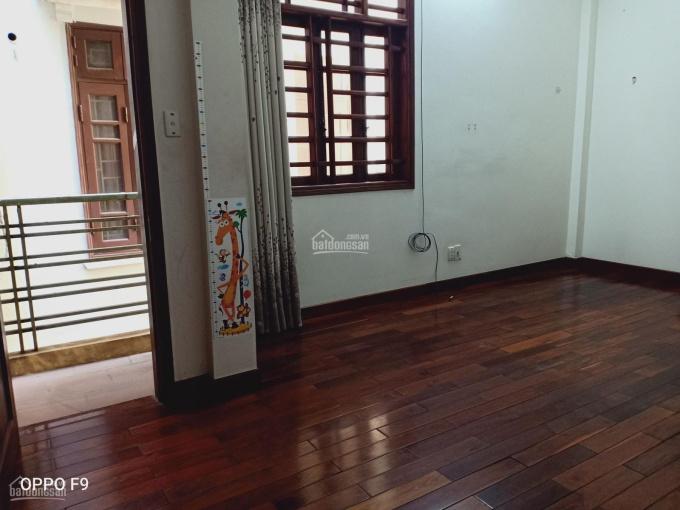 Cho thuê nhà Vĩnh Hưng 3 tầng 50m2 sàn gỗ, mới đẹp, có: ĐH, NL, tủ bếp, 3wc. Nhà thoáng 3 mặt
