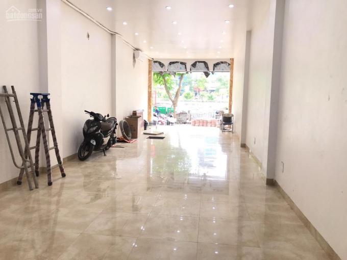 Cho thuê nhà mặt phố Khâm Thiên DT 80m2 x 2T, MT 4m, thông sàn giá 20 triệu/th KD mọi mô hình
