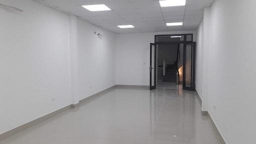 Cho thuê nhà Nguyễn Văn Huyên, làm VP, lớp học, 70m2 x 5 tầng, MT 6m. Giá 28tr/th, nhà đẹp