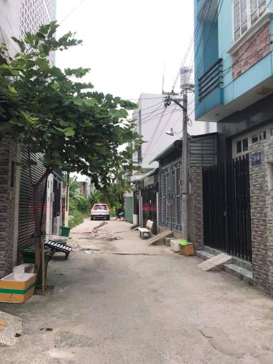 Bán nhà đường số 11, Trường Thọ, 1 trệt 2 lầu, 67m2, sổ hồng riêng, HXH, giá 5 tỷ TLCC