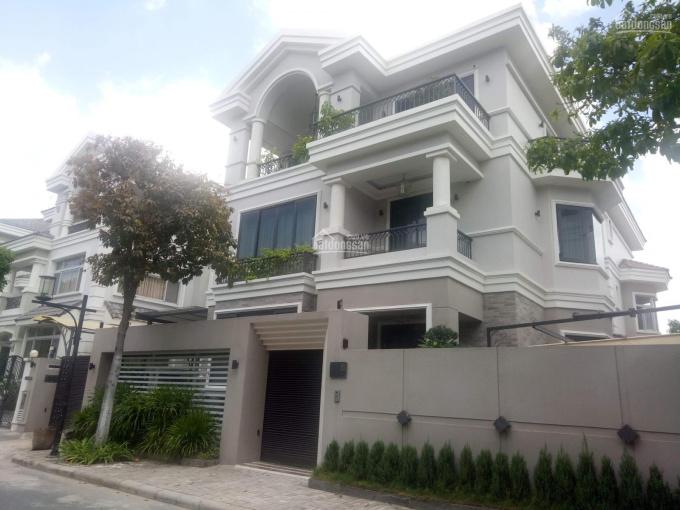 Cần cho thuê gấp biệt thự PMH, Q7 nhà đẹp, giá rẻ nhất thời điểm. LH: 0918360012