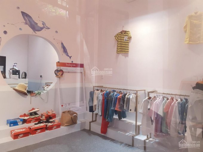Sang gấp cửa hàng đồ trẻ em tại hẻm Lê Thị Riêng, Q1, diện tích 90m2 (2 lầu). Liên hệ: 0911250473