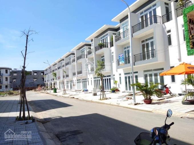 Gia đình định cư nước ngoài cần bán lại căn nhà phố block E2 đã hoàn thiện nội thất giá 2,2 tỷ