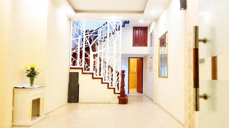Cho thuê nhà mặt tiền 4m mặt phố Hoàng Ngân để kinh doanh, LH E Nga 0795.227.222