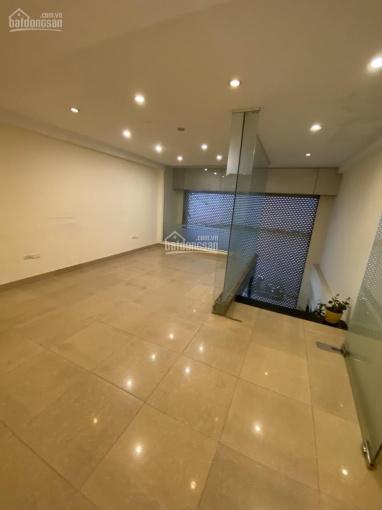 Cho thuê nhà riêng tầng 1,2,3 phố Trần Quang Diệu DTSD 210m2, nhà mới, có thang máy, giá 30 tr/th