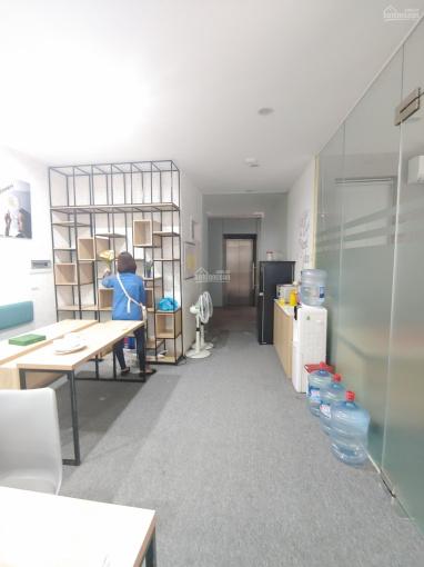 Cho thuê văn phòng tại Ngã Tư Sở, DT 100m2 thông sàn, giá cực rẻ, miễn phí dịch vụ, LH 0963506523