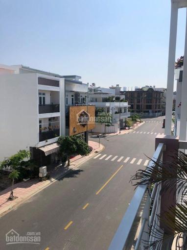 Bán nhà đẹp, thiết kế hiện đại nằm trên đường Số 13 KĐT Hà Quang II/ giá cực sốc chỉ 5.85 tỷ