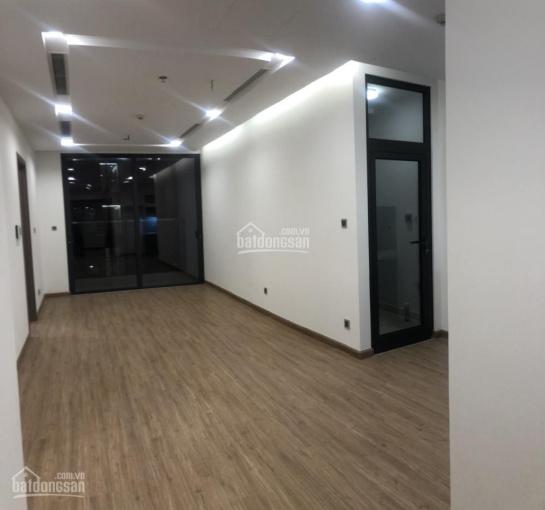 Chính chủ muốn bán căn hộ 2 phòng ngủ nội thất cơ bản của chủ đầu tư tại Vinhomes Metropolis 6,5 tỷ