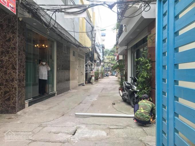 Bán nhà riêng đường Hoàng Mai, DT 50m2, ô tô vào nhà, 3 mặt thoáng