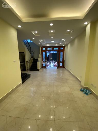 Cho thuê nhà riêng ngõ ô tô phố Đốc Ngữ DT 52m2 x 5T, nhà mới, có thang máy, giá 28 triệu/tháng