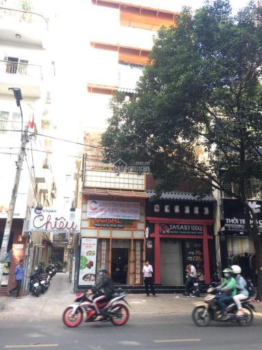 Cho thuê nhà góc 2 mặt tiền số 122 Cao Thắng, Q3, giá 210 tr/tháng
