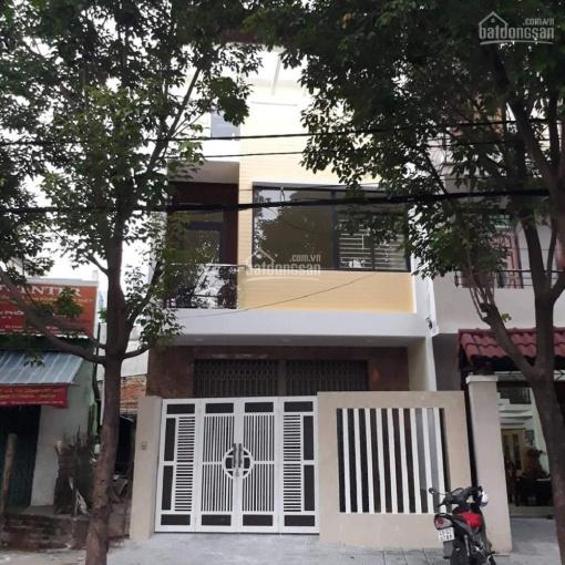 Cho thuê nhà 3 tầng, 240m2 Tố Hữu, quận Hải Châu phù hợp làm văn phòng spa. LH: 093.1955.860