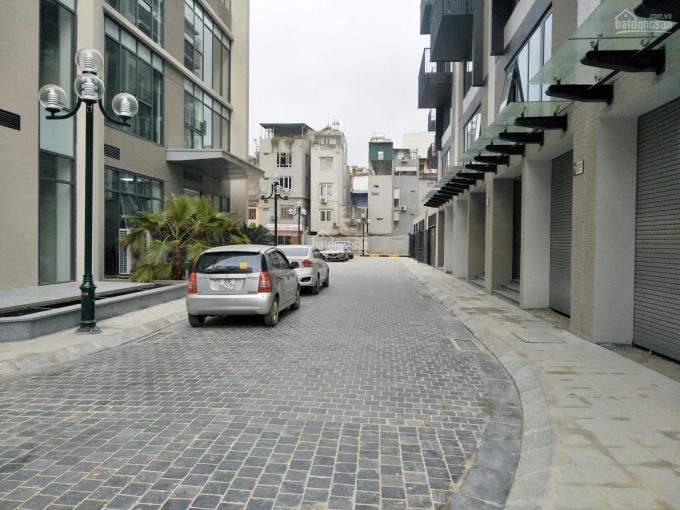 Bán nhà phố Hào Nam, Đống Đa 50m2 xây 7 tầng thang máy giá 13.4 tỷ kinh doanh cực tốt, trc chung cư