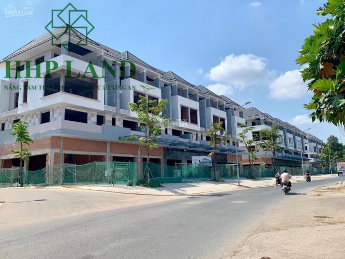 Cho thuê nhà mặt tiền đường gần Văn Hoa Villas, ngang 12m, LH: 0973 010209 Hương