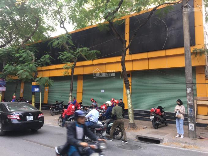 Cho thuê nhà MP Nguyễn Văn Cừ 290m2x3 tầng, MT18m, thông sàn, riêng biệt. LH: 0946850055