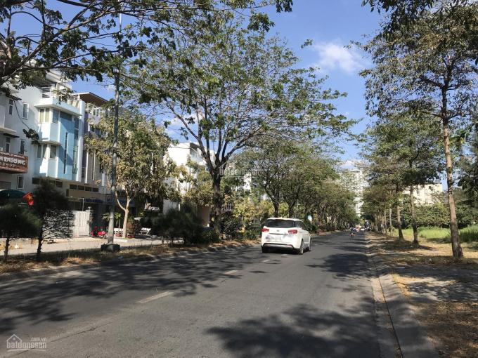 Bán nhà phố kinh doanh mặt tiền Hoàng Quốc Việt rộng 30m, DT 6x22m giá chỉ 21 tỷ LH 0911857839