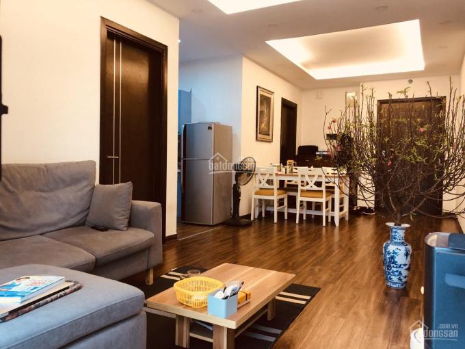 Cần cho thuê căn hộ 2PN, DT 75m2, CC Nghĩa Đô, đầy đủ nội thất xịn, giá 9tr/th. LH: 0888338894