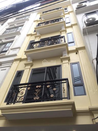 Bán nhà 6 tầng thang máy 45m2 đường Nguyễn Đình Hoàn, Cầu Giấy kinh doanh tốt. Giá 6.2 tỷ