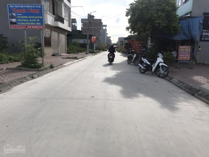 Bán 110m2 đất tại trục chính thôn tại Kiêu Kỵ, đường trải nhựa 5m thông thoáng. LH: 03.3861.1368