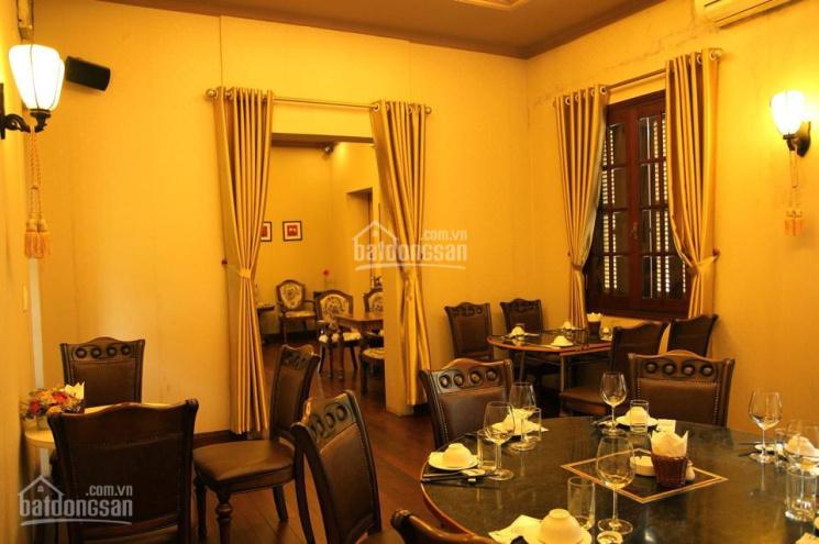 Cho thuê biệt thự nguyên căn mặt phố Phan Chu Trinh, DT: 310m2 x 2 tầng + tum, mặt tiền: 12m
