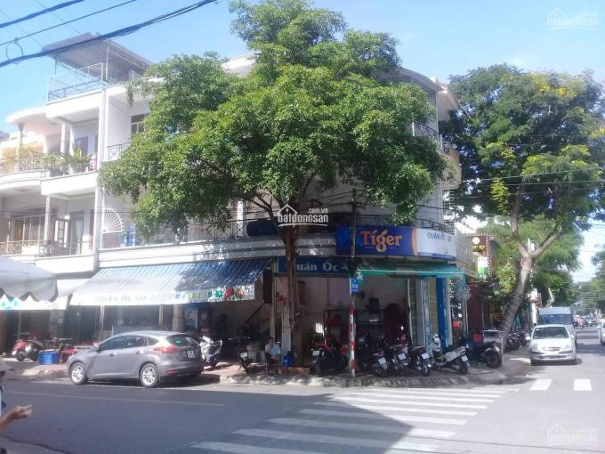 Cho thuê mặt bằng lô góc siêu rộng tại phố Vũ Trọng Phụng, Thanh Xuân, DT 100m2, MT 25m