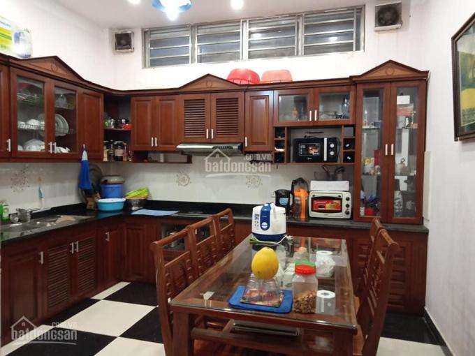 Bán gấp căn hộ tập thể Thái Thịnh giá 1.3 tỷ, 50m2, SĐCC, giao nhà luôn