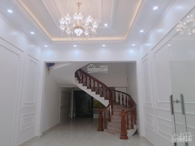 Bán nhà 3.5 tầng mặt ngõ đường Ngô Gia Tự thông sang Văn Cao, có thể kinh doanh, mở văn phòng tốt
