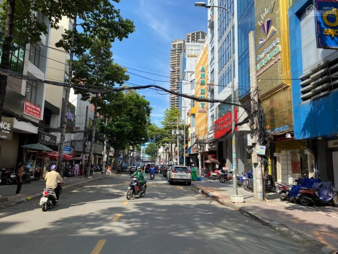 Cho thuê nhà mặt tiền Võ Văn Tần, phường 5, quận 3, DT 9.5x16m, 2 lầu sân thượng, giá 230 tr/th