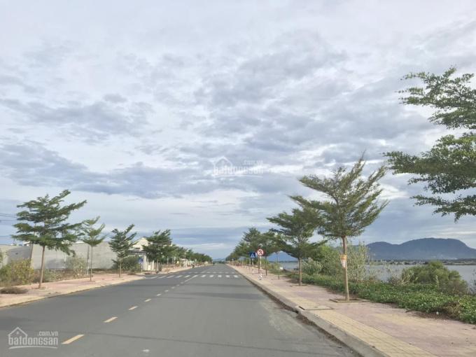 Bán đất thổ cư, sát mặt đầm Thủy Triều, đường nhà ô tô chạy thoải mái