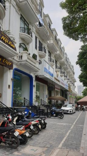 Chính chủ cho thuê nhà tại phố tại đường Tôn Thất Thuyết, 5 tầng có thang máy