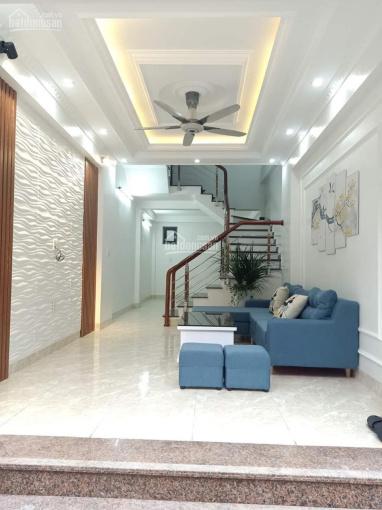 Mình cần bán nhà 3 tầng hướng Tây Nam, DT 42m2 gần bệnh viện Đa Khoa giá 1,7 tỷ. Alo 0904469345