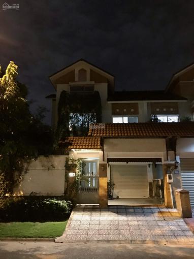 Cho thuê biệt thự quận 7, cách Vincom chỉ 100 m, đầy đủ nội thất, 6PN giá 55 tr/tháng. DT: 12x 24m ảnh 0
