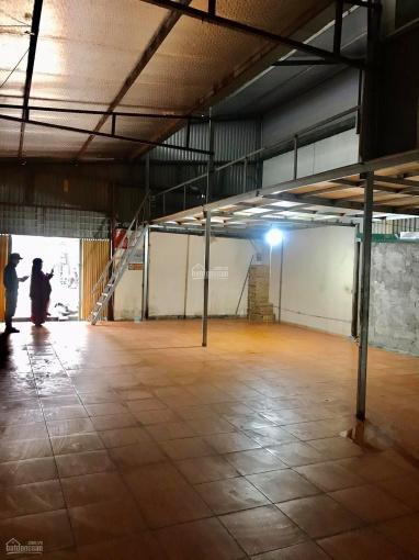 Cho thuê kho xưởng DT 130m2+30m2 gác xép, nền đá hoa, tại mặt ngõ giải phóng, cách BX Giáp Bát 1km