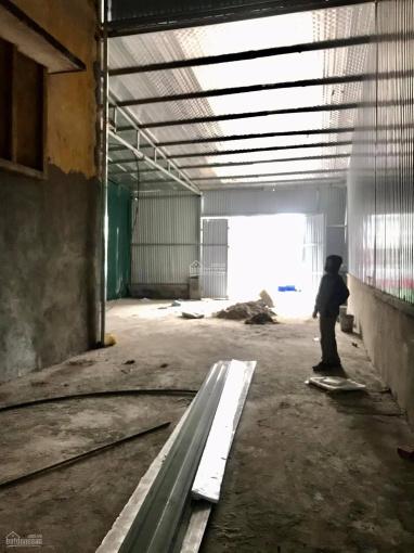 Cho thuê mặt bằng làm kho xưởng, làm gara, DT 137m2, công đỗ cửa tại mặt phố đường Kim Giang