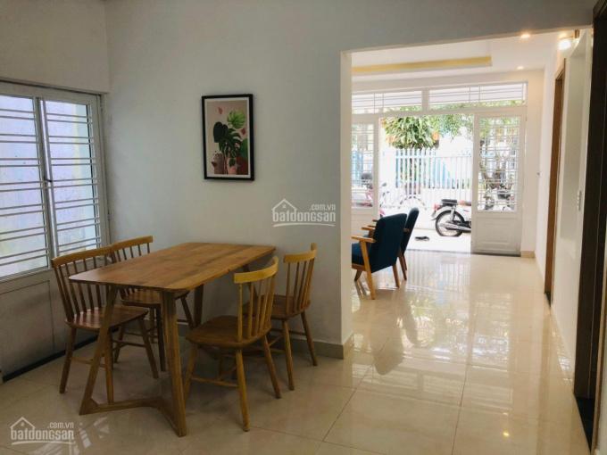 Bán nhà đường Nguyễn Phan Vinh, Thọ Quang, Đà Nẵng. Nhà hai mặt kiệt lớn nên khá thoáng và mát mẻ