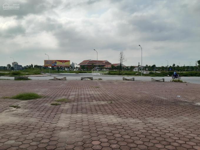 Chính chủ bán đất Làn 1 Quốc lộ 38 KĐT Làng Cả - Thị trấn Hồ, diện tích 105m2, giá 35 triệu/m2
