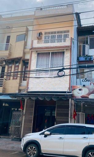 Chính chủ cần bán nhà 3 tầng MT Trần Cao Vân, nhà nở hậu, đoạn kinh doanh sầm uất