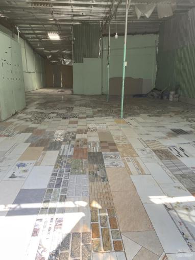 Cho thuê kho 200 m2, 25 triệu/tháng, lót gạch, có trần, thoáng mát