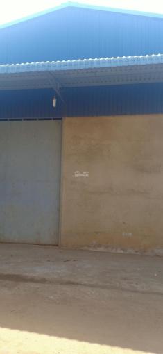 Nhà xưởng 10×30m hai mặt tiền rộng rãi, xe công vào được