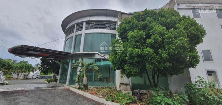 Cần bán gấp nhà xưởng vị trí 3 mặt tiền KCN Tân Đức - Đức Hòa - Long An, tổng DT hơn 5 ha