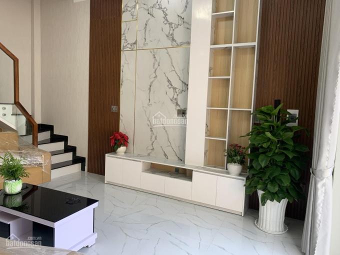 Chính chủ bán nhà lầu mặt tiền nhựa 6m, đầy đủ nội thất giá bán chỉ 2 tỷ 450 triệu tại Thủ Dầu Một ảnh 0