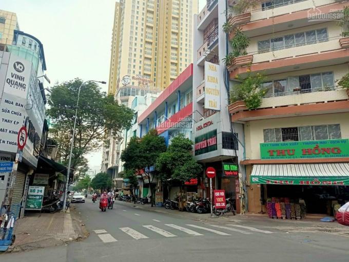Nhà đẹp 5 lầu, mặt tiền đường Trần Hưng Đạo, Quận 5, vị trí kinh doanh rất đẹp (4.2x17,5m) Đông Nam ảnh 0