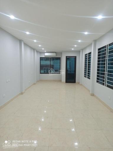 Cho thuê nhà MP Khâm Thiên DT 100m2, 3 tầng, MT 4.5m, T1 + 2 thông sàn, giá 40 tr/th, LH 0393419401 ảnh 0