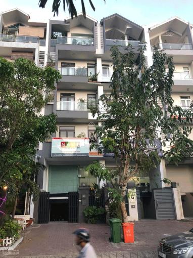 Bán căn nhà phố thương mại đường D1 khu Him Lam Quận 7 giá 28 tỷ, cách Cafe Luna 70m, dễ KD ảnh 0