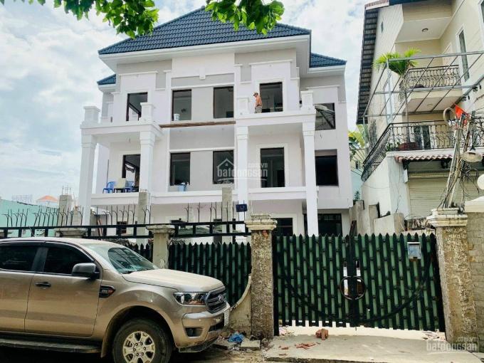 Bán biệt thự song lập, DT 17*29m Nguyễn Văn Linh, Quận 7, 12PN, 10WC, hồ bơi, LH 0906072839 Mr Chến ảnh 0