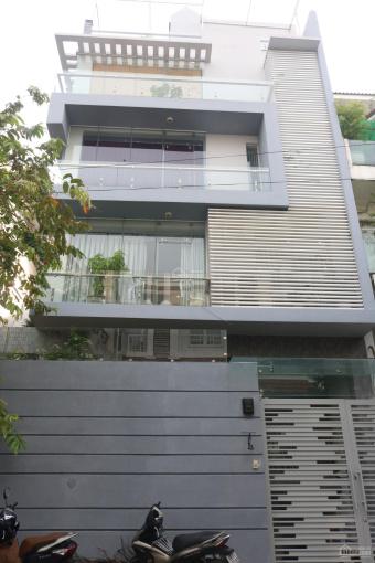 Cho thuê villa gần Trần Não 300m2, sân vườn hầm 3 lầu 5P ảnh 0
