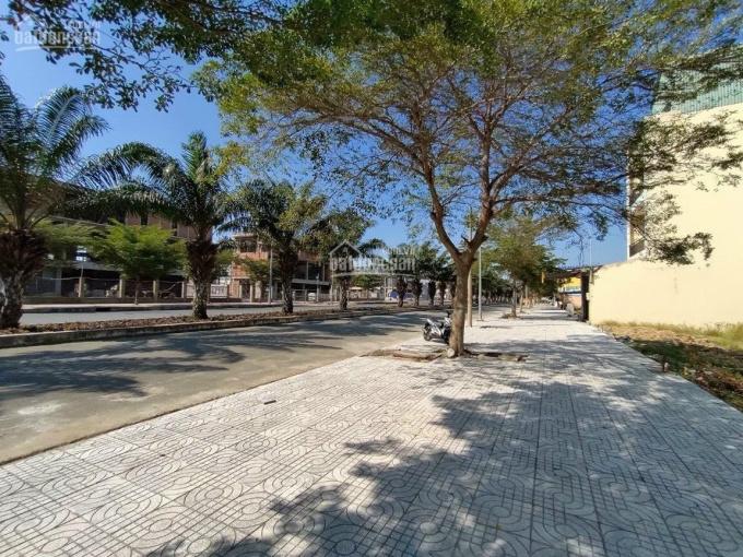 Bán đất 2 lô mặt tiền Bình Chánh đường lớn 20m cách trung tâm Sài Gòn 25 phút xe máy ảnh 0