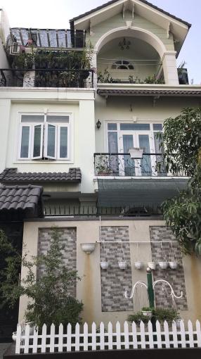 Biệt thự siêu rẻ phường Thảo Điền, Q2. DT 10 x 20m, 1 trệt 2 lầu, giá 25 tỷ ảnh 0